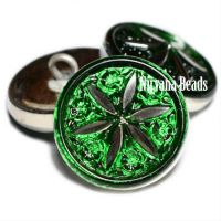18mm Star Flower Button Green with a Silver Star