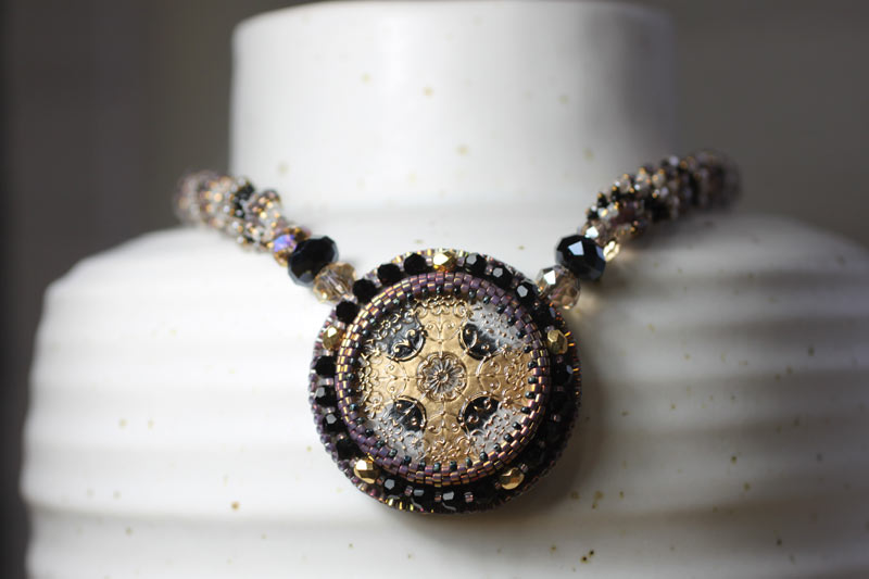 Necklace button