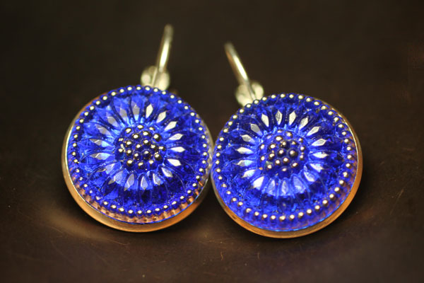 Earring with sapphire blue czech glass button