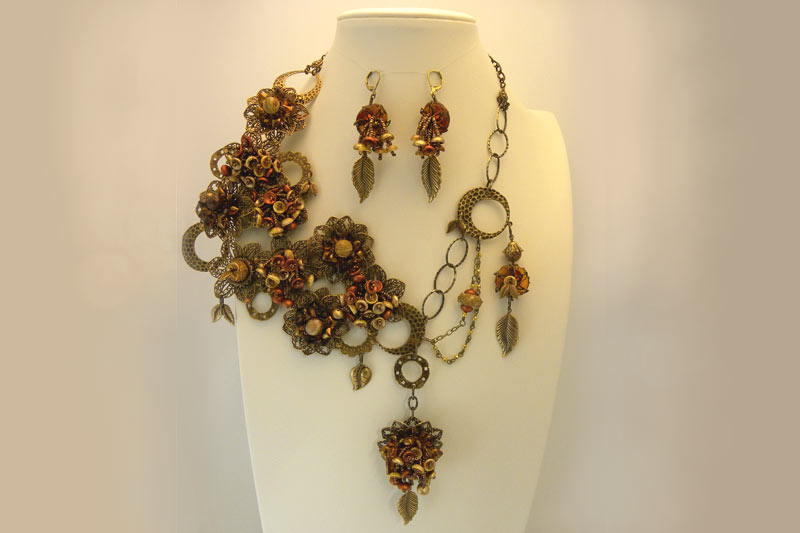 Necklace with piggy beads