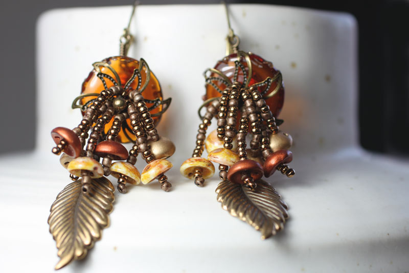 Earrings with piggy beads